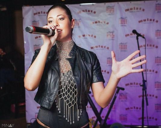 Певица Атмосфера - Ольга Бутусова: Выступление в Mulata Bar