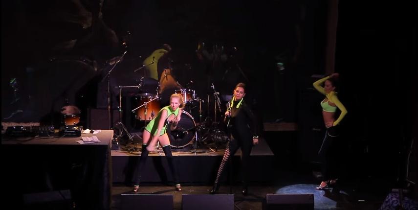 Певица Атмосфера - Ольга Бутусова: выступление в клубе Театръ